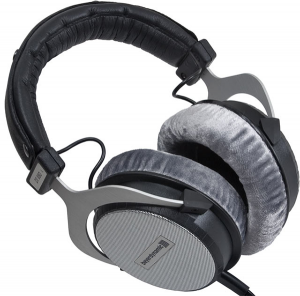 Another soild pair of headphones for mixing and mastering