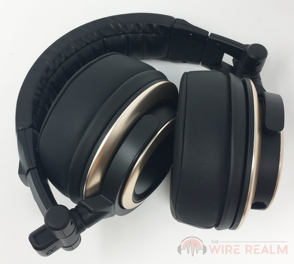 The versatile build of the CB-1 studio headphones