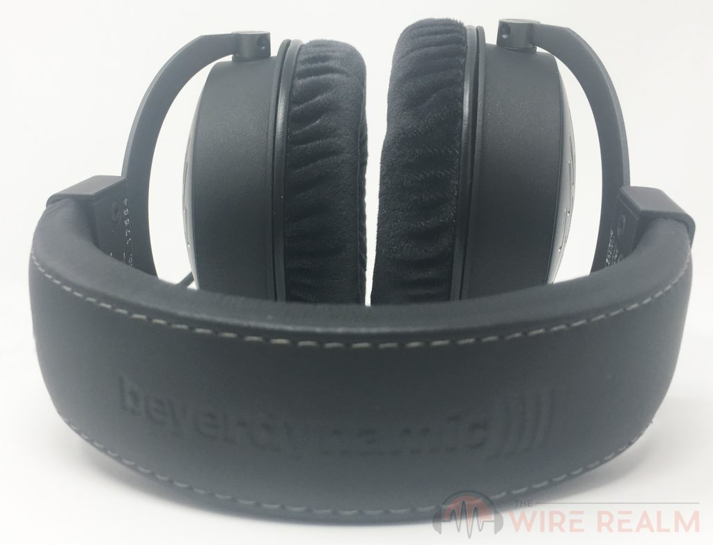The smart headband of the DT 1990 PRO open-back reference headphones