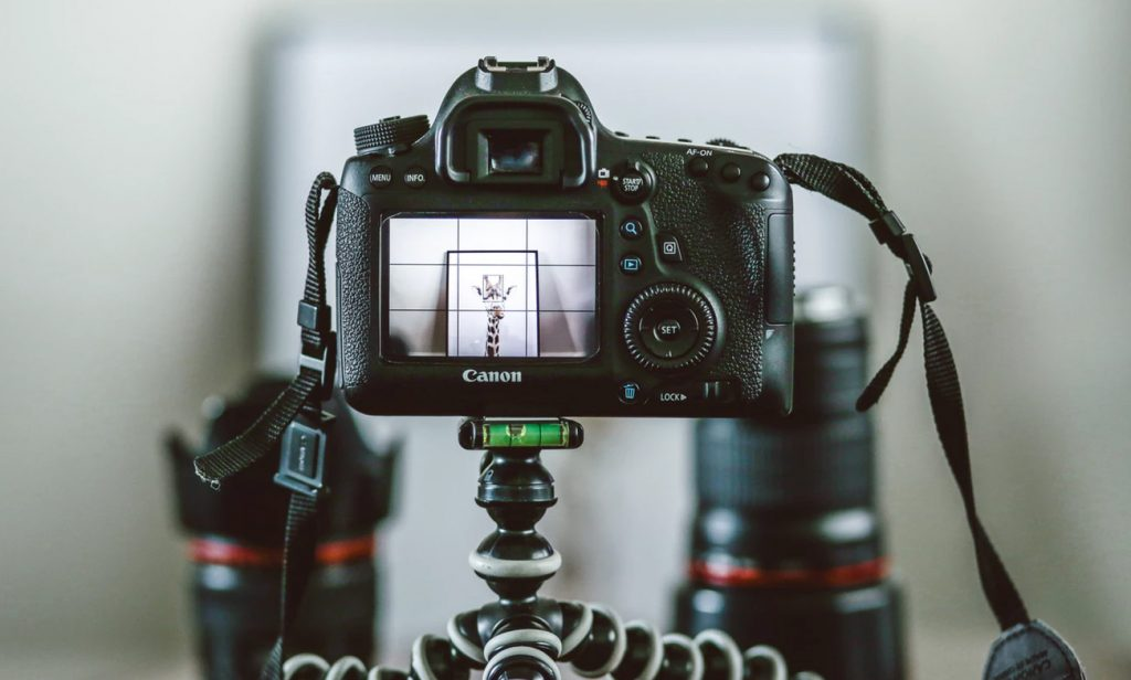 The minor differences between DSLR and mirrorless cameras goes a long way