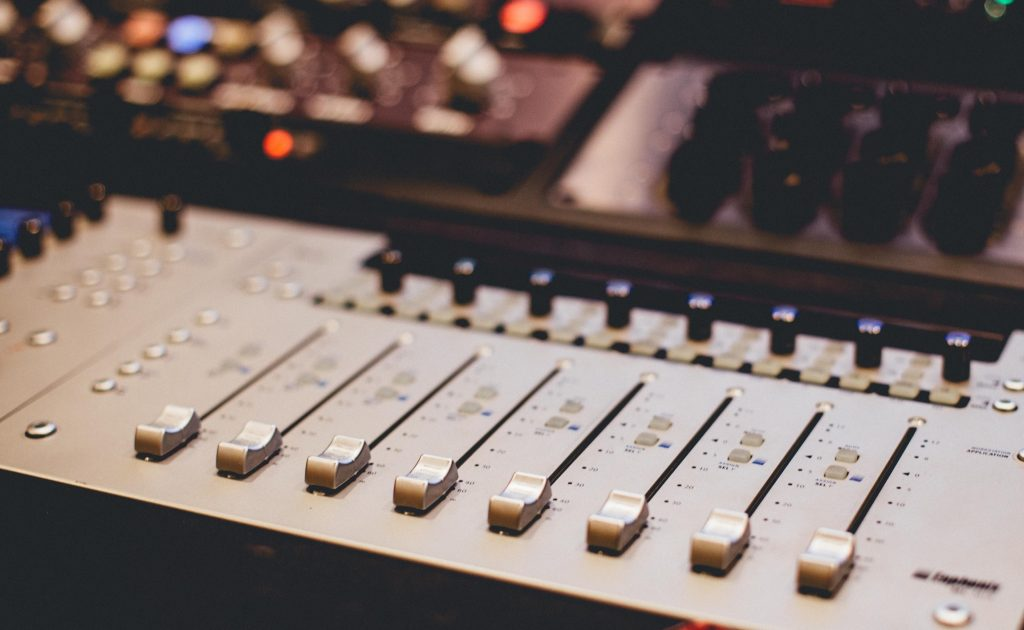 Understand the differences between gain and level on music mixers